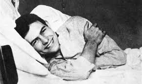 Ernest Hemingway, qui ritratto dopo il ferimento all'Ansa di Zenson di Piave. 1918